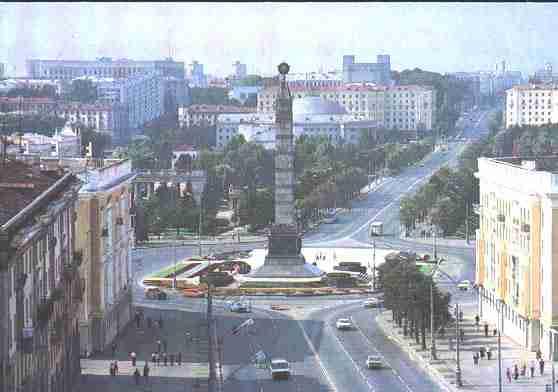 Площадь Победы. Памятник в честь победы советского народа 2
